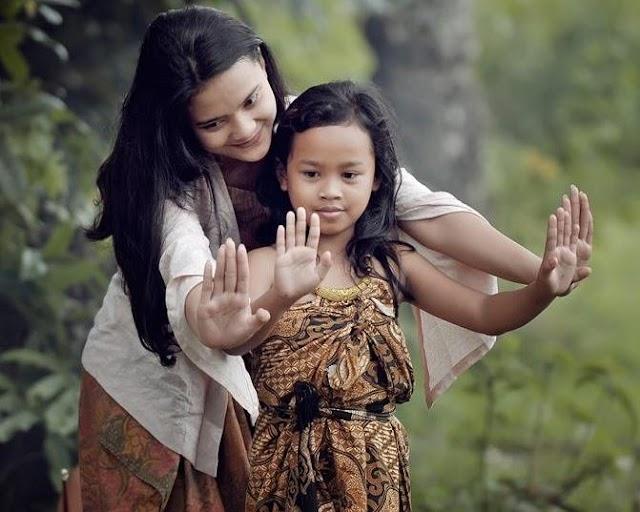 Anak Tumbuh Menjadi Pribadi Yang Bahagia Bersama Orang Tua