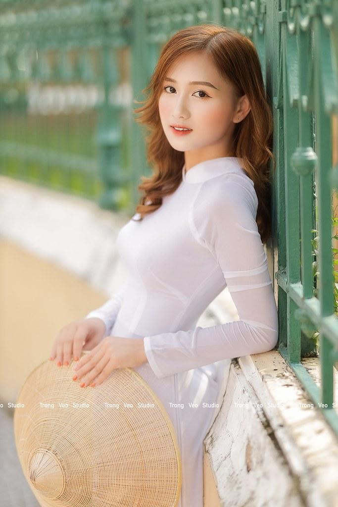 Ngắm hot Girl Thu Hương xinh đẹp như hóa trong tà áo dài trắng bên cúc họa mi - 10