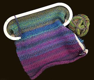 Knitting on knitting loom