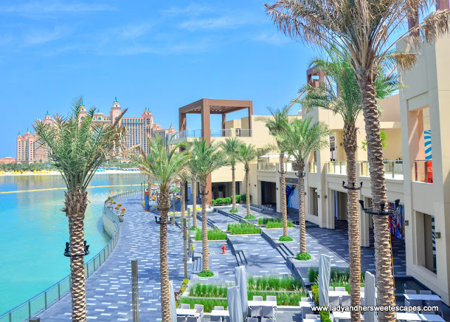 The Pointe Dubai promenade