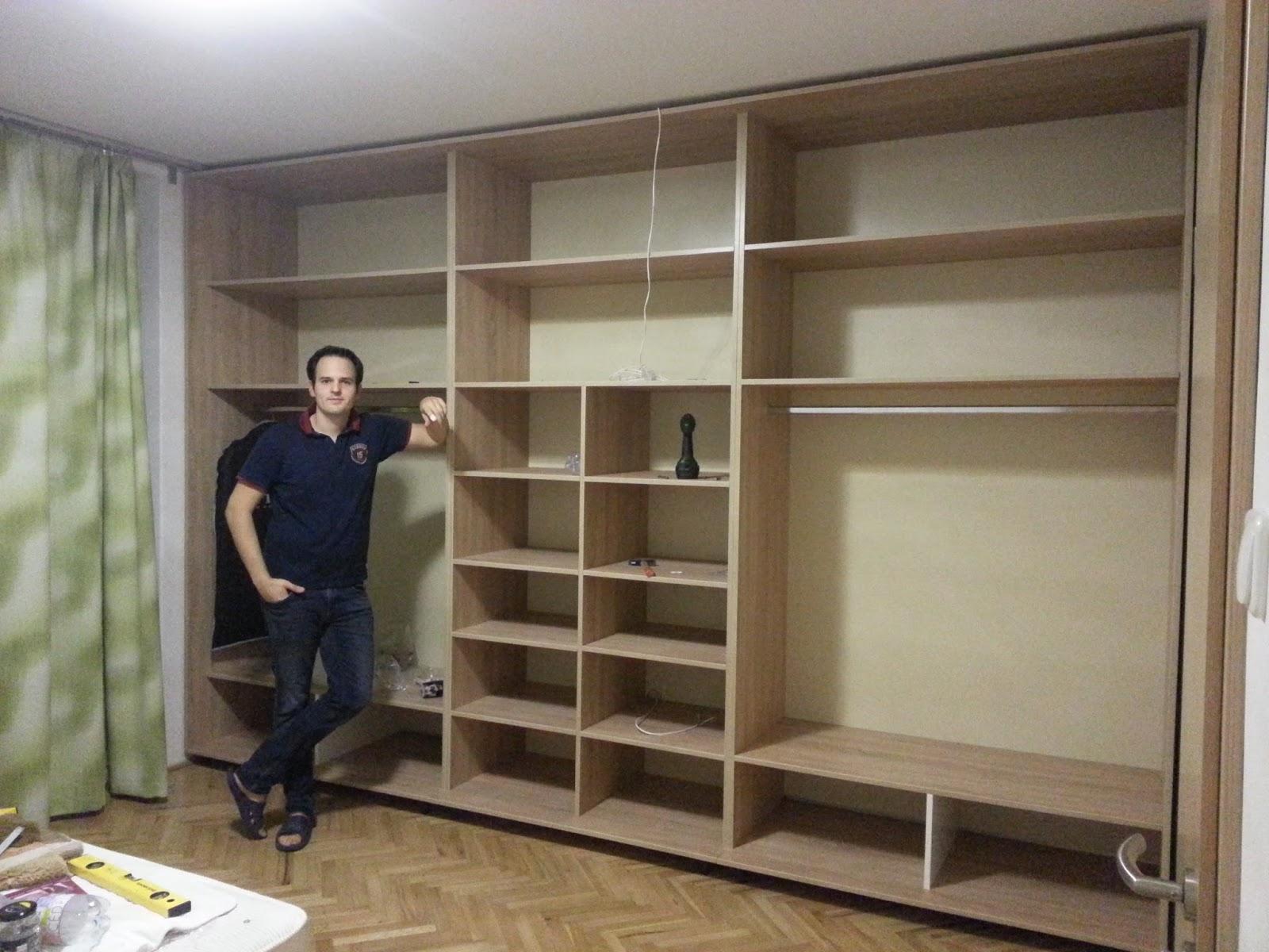 Az elkészült szekrény és a botcsinálta asztalos de17c7d808