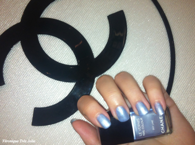 blue illusion de chanel haute couture P/E 2012 s/s peter philips roberto basilone espace la rinascente milano le vernis sky line illusion d'ombre apparition destination le crayon yeux bleu aerien joues contraste rose ecrin rouge coco superstition le crayon levres natural swatch swatches