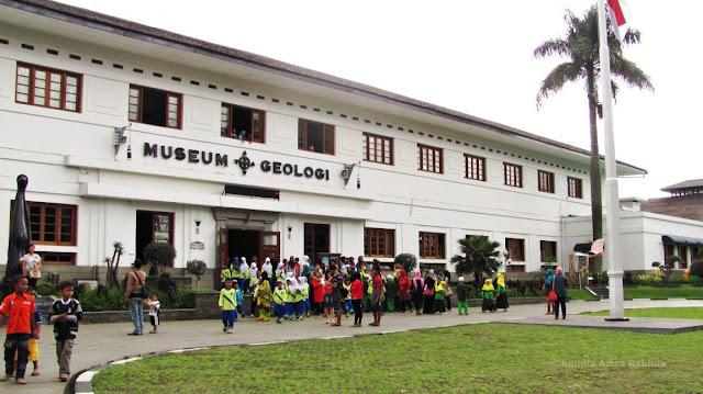 Tampak depan Museum Geologi Bandung