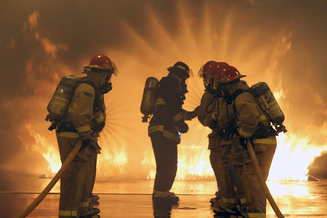 Full surface storage tank firefighting strategies