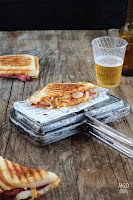 Sandwich Alpino: Rosbif, queso, cebolla y salsa romesco