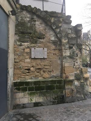 Mura e targa Mathurins