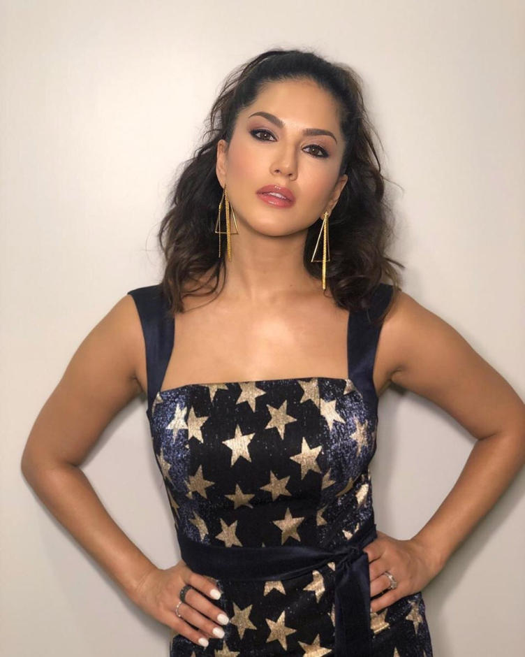 Sunny Leone Looks Hot in Funky Dress