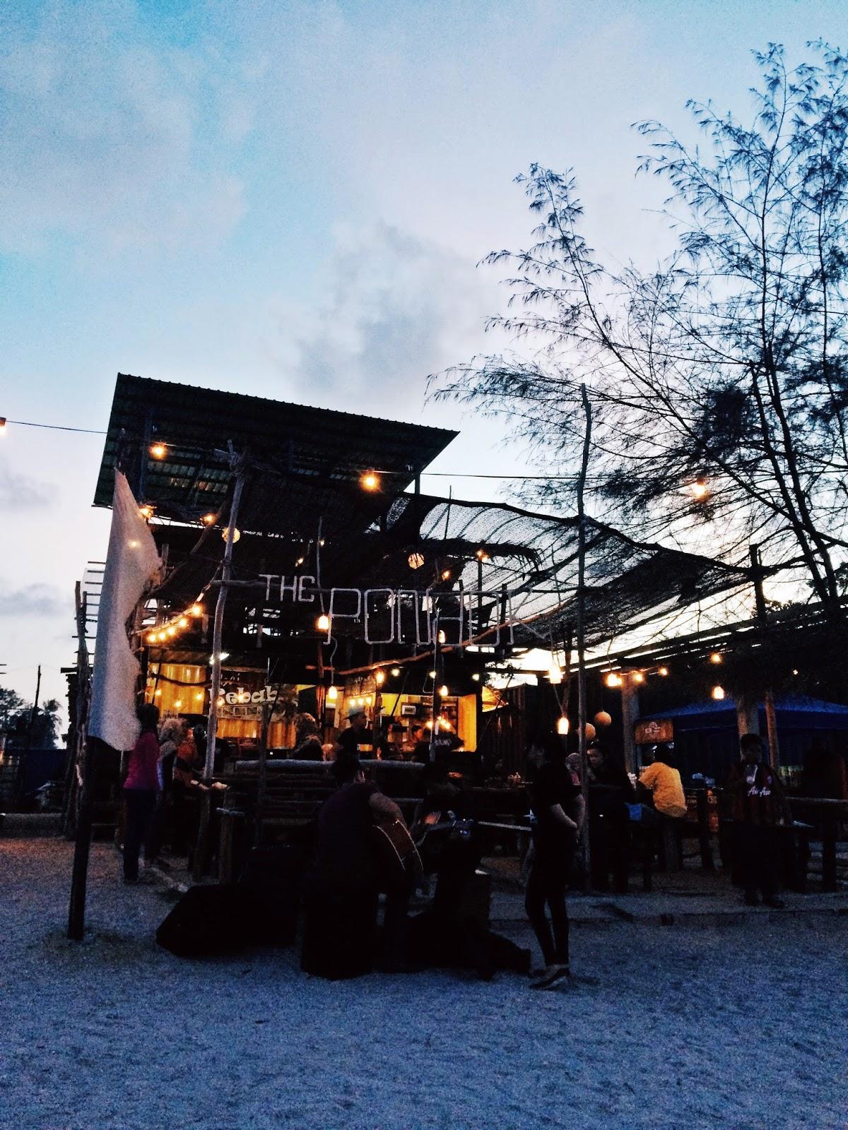 Cafe The Pondok Ni Cantik A Satu Je La Macam Tak Kena Pinggan Bunga Berapa Nak Hipster Hihi Tapi Makanan Ok 5 Deco