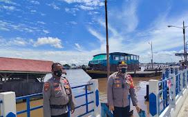 Cegah Kenaikan Debit Air, Kapolsek Pahandut Cek Ketinggian Debit Air di Pos Pol Pelabuhan Rambang