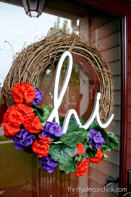 "Easy summer wreath with ""hi"""