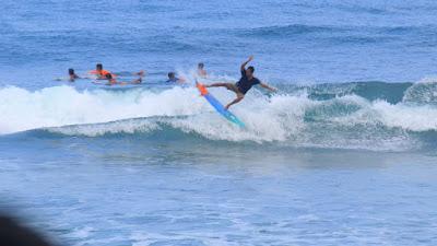surfing pantai wedi ombo