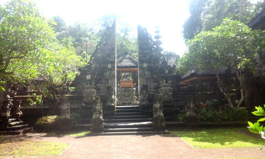 Pura Gunung Lebah - Best Bali Holiday Tour Packages