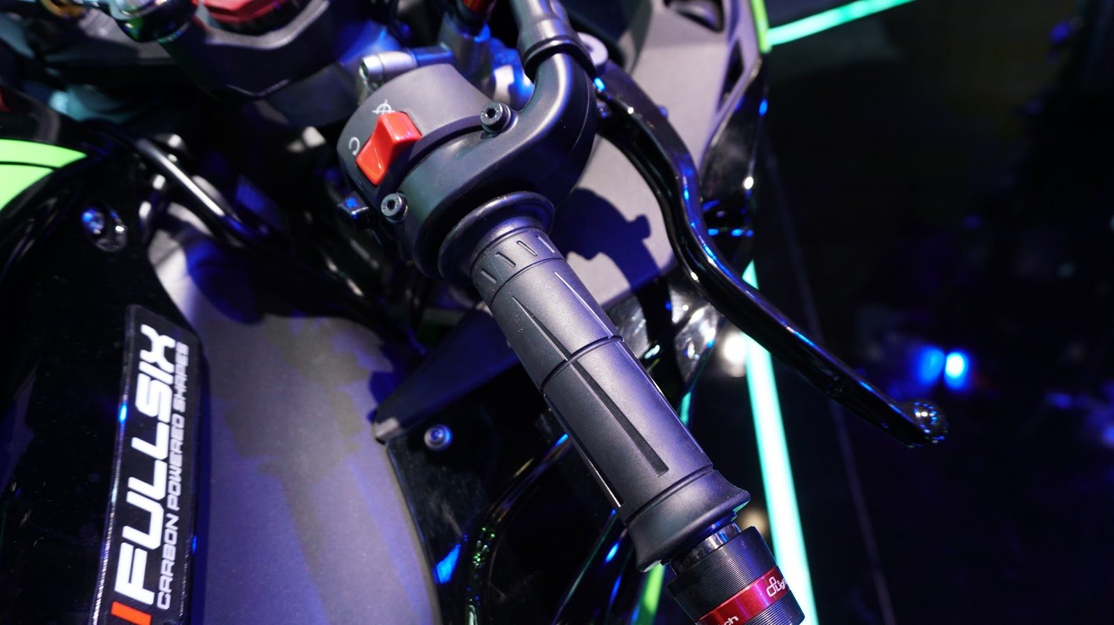 Cận cảnh siêu xe Kawasaki Ninja ZX-10R ABS tại VMS 2016