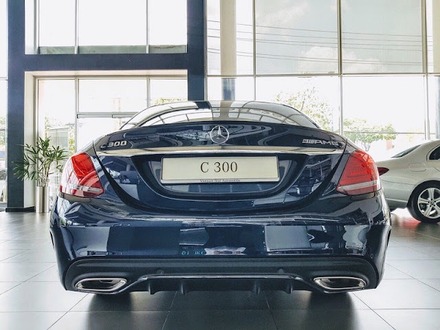 Đánh giá Mercedes C300 AMG 2021