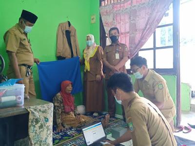 Layanan Prioritas Kecamatan Larangan Rekam e-KTP Untuk Penyandang Disabilitas dan Lansia