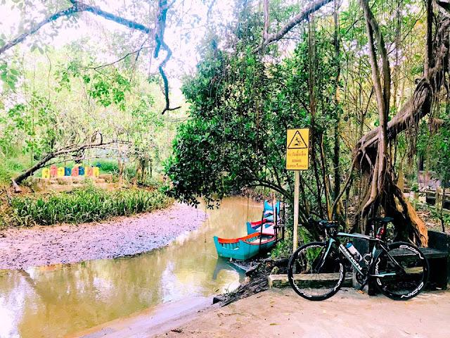 คลองสังเน่ห์ หรืออีกชื่อ ป่าอเมซอน เมืองไทย เป็นที่ท่องเที่ยวเชิงผจญภัย ล่องเรือชมธรรมชาติและสัตว์ต่างๆ ซึ่งนักท่องเที่ยวที่มาสัมผัสผืนป่าแห่งนี้จึงตั้งฉายา ว่าเป็น Little Amazon