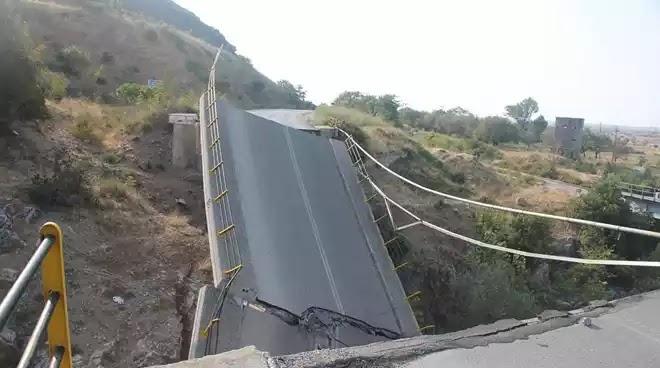 Απίστευτο αλλά στην Ελλάδα ολα γίνονται και με υπερκοστολόγηση στα έργα: Έπεσε χθες βράδυ η  νεα γέφυρα στον Πολύανθο Φώτο!