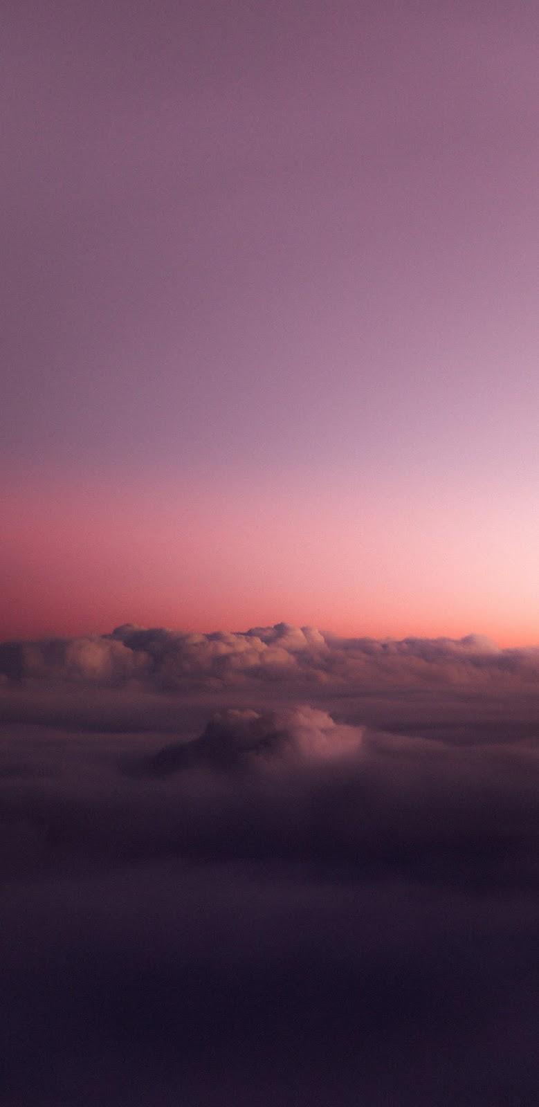 Mây trắng giữa hoàng hôn