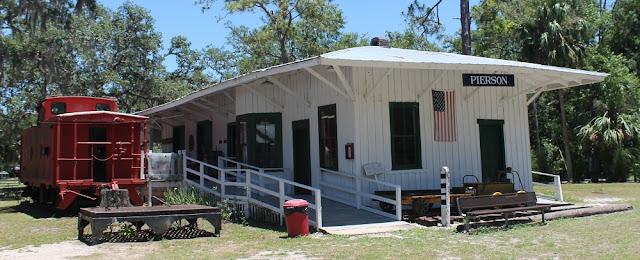 Antigua estación de la Atlantic Coast Line de Pierson, ahora en el Barberville Pioneer Settlement