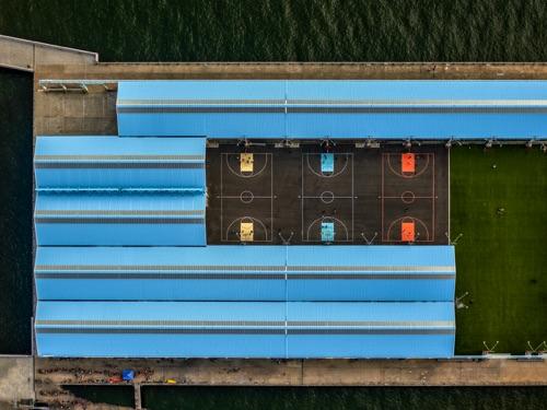 Jeffrey Milstein - Brooklyn Bridge Park Basketball Courts | chidas fotos cool stuff - aerial photos of NYC