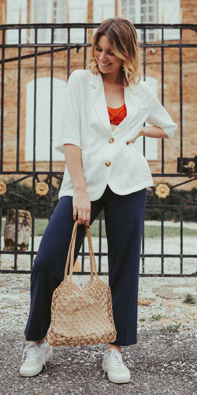 Blazers one of those important wardrobe staples that everyone should have. See these 22 Catchy Blazer Outfits to Stand Out from The Crowd. Coat + Jacket Outfits via higiggle.com | white blazer | #blazer #jacket #casualoutfits