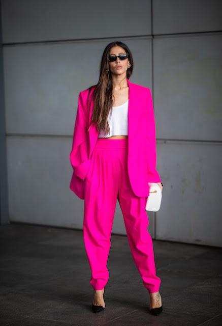 tailleur fucsia outfit tailleur fucsia come abbinare il fucsia outfit fucsia mariafelicia magno fashion blogger color block by felym tendenze primavera 2020