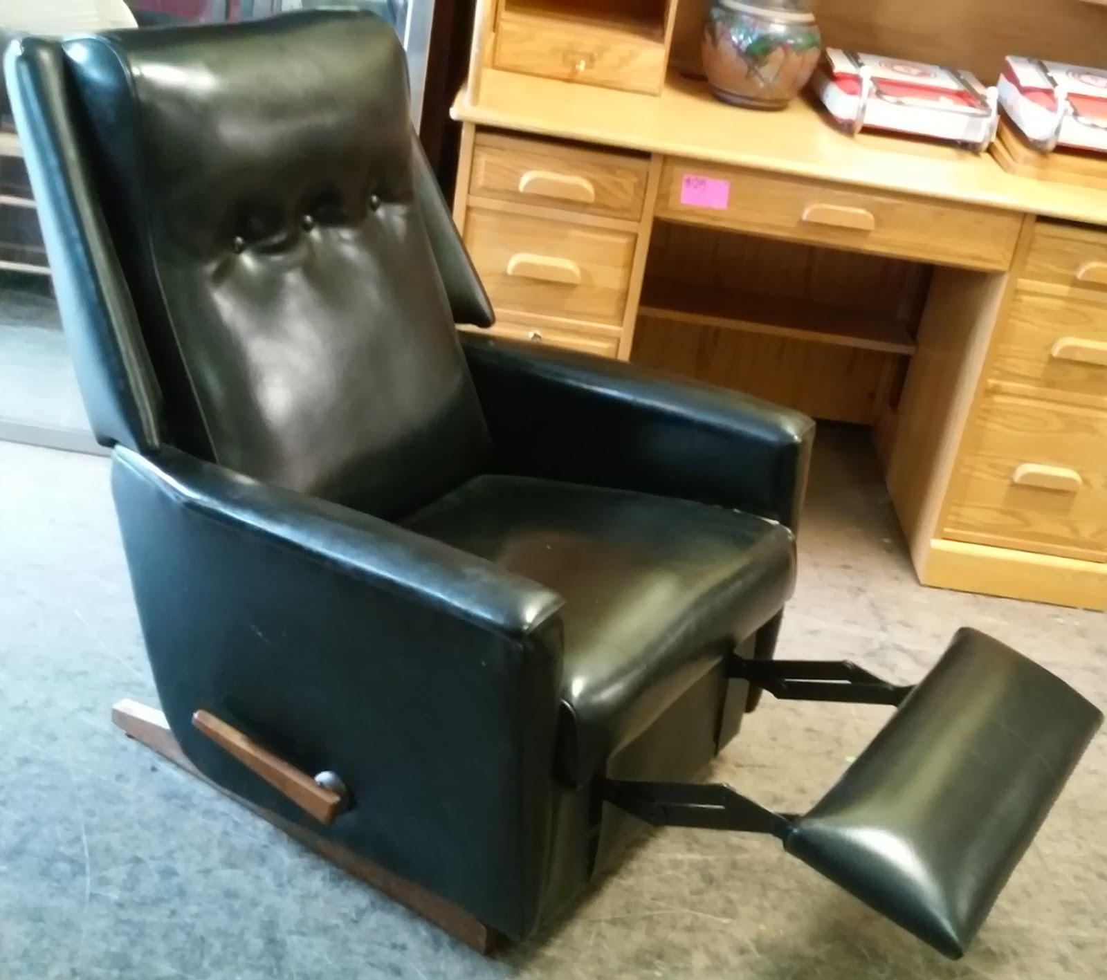 Uhuru furniture collectibles sold 70 39 s mid century for Furniture 70s style