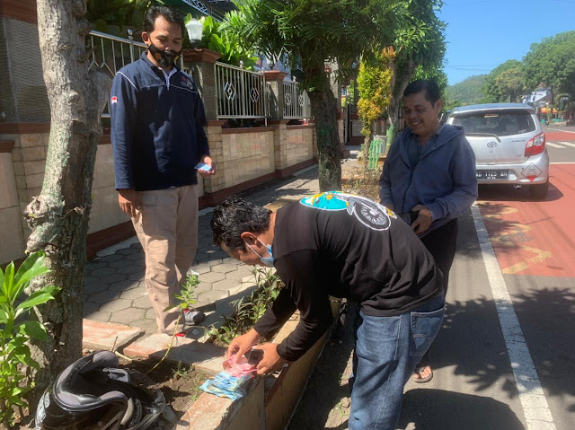 Dikira Syarat Ritual Pesugihan, Warga Biarkan Uang Berceceran di Tengah Jalan