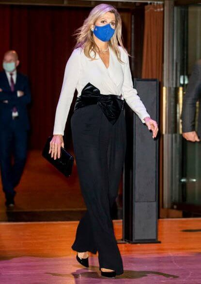 King Willem I Prize in the Beurs van Berlage. Queen Maxima wore Natan jumsuit and diamond earrings, ginvito rossi suede pumps