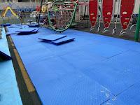 遊戲場地墊鋪設