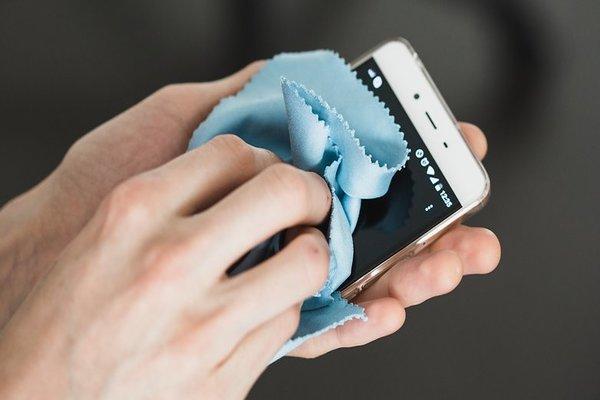 سامسونغ تطلق خدمة تعقيم الهواتف الذكية بالمجان مع ازدياد مخاطر كورونا