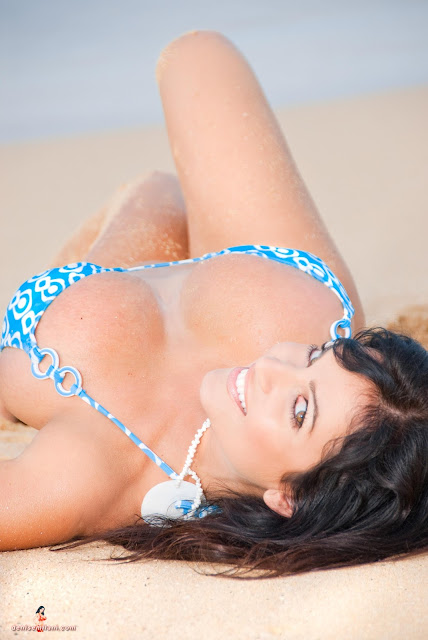 Denise-Milani-Big-Beach-hd-and-hq-photoshoot-image-26