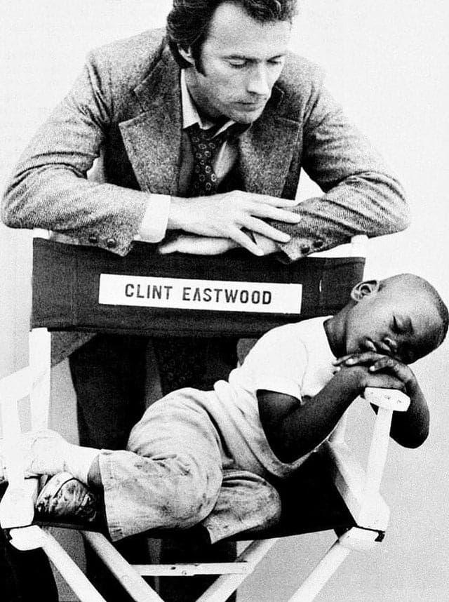 アメリカン・ヒーローとは⁉️をライフワークとして、真のアメリカの正義を追い求める信念の人だけに、半世紀前の70年代ですら人種差別とは無縁の名優クリント・イーストウッド‼️
