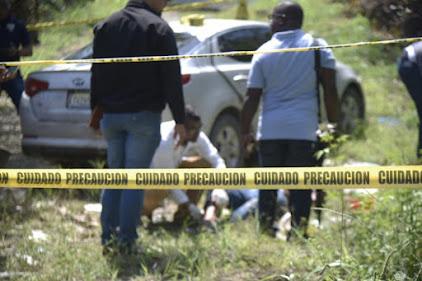 Siguen sin identificar dos hombres incinerados en un vehículo en La Vega