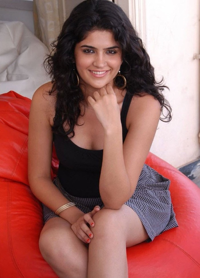Little Google1 Modern Nail Art: Little Google1: Deeksha Seth Hot Photos