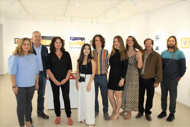 FOTO%2BINAUGURACI%25C3%2593N%2BEXPOSICI%25C3%2593N%2BNICOLEE%2BCAMACHO%2BY%2BCOLECTIVA%2BDORADA - Fuerteventura.-  Exposición colectiva con varias técnicas y Exposición Fotográfica de Nicolee Camacho en Casa Cultura de Puerto del Rosario