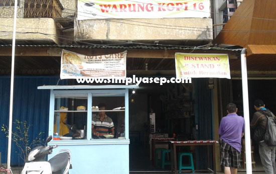 WARUNG KOPI 16 : Kedai Roti Cane ini menyatu dengan warung kopi. Difoto tampak depan  Foto Asep Haryono