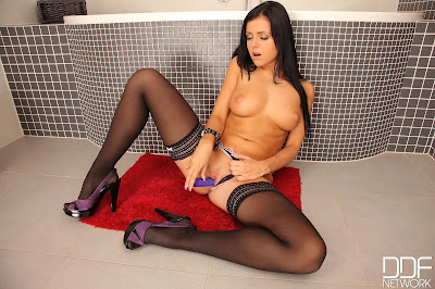 Laetitia - 1By-Day - Vibrator - Sep 12, 2014