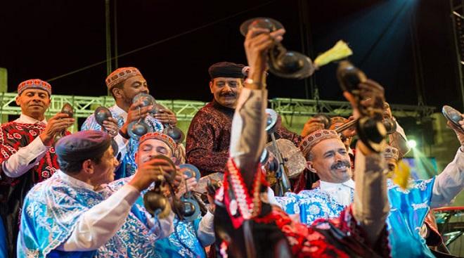 القصري وبوسو وأوغسال يدعمون فرق كناوة الناشئة في حفلات تنطلق من الرباط