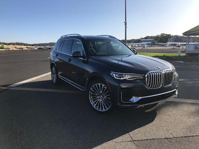 Front 3/4 view of 2019 BMW X7 xDrive 40i