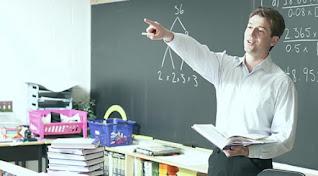كتابة موضوع تعبير عن فضل المعلم وواجبنا نحوه