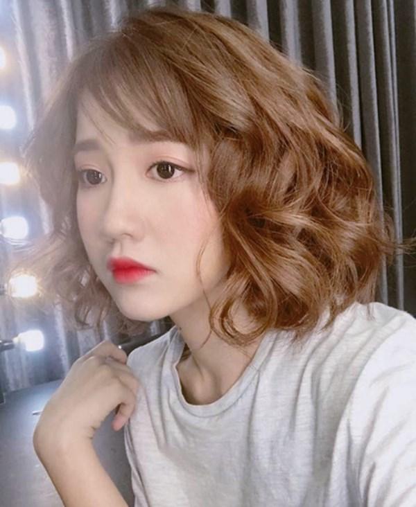Các kiểu tóc đẹp 2018 ngắn uốn xoăn nhẹ