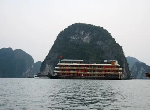 Floating on Ha Long Bay