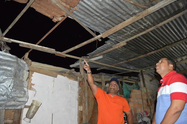 Alcalde de Riohacha llegó hasta las viviendas afectadas por fuertes vientos a entregar ayudas