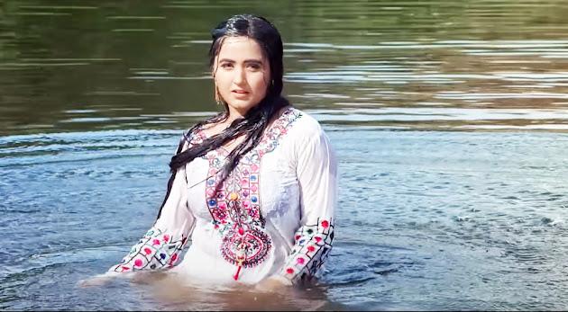 Kajal Raghwani and Khesari Lal Romance scene