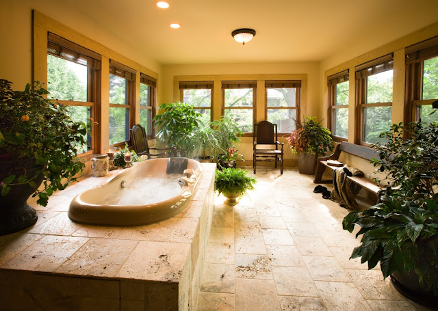 Large bathroom with lots of plants