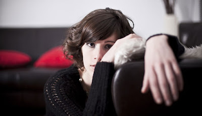 lonely woman girl sad Should You Stay or Should You Go? The 7 Big Criteria