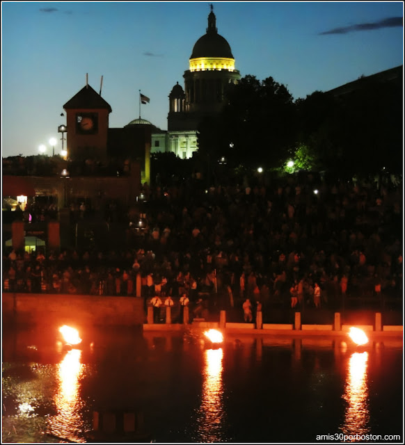 WaterFire en Providence: Rhode Island State House