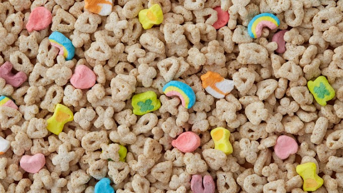 Lucky Charm Marshmallow Rice Krispies #desserts #cakerecipe #chocolate #fingerfood #easy