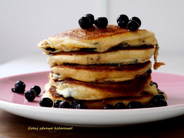 Klasyczne pancakes (pankejki) z jagodami - Czytaj więcej »